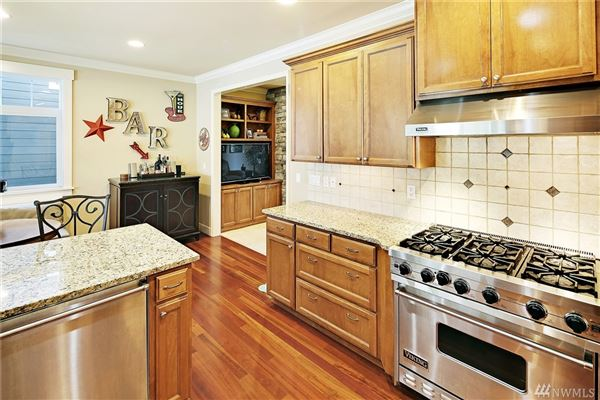 Luxury real estate spacious home on a quiet cul-de-sac in West Hill