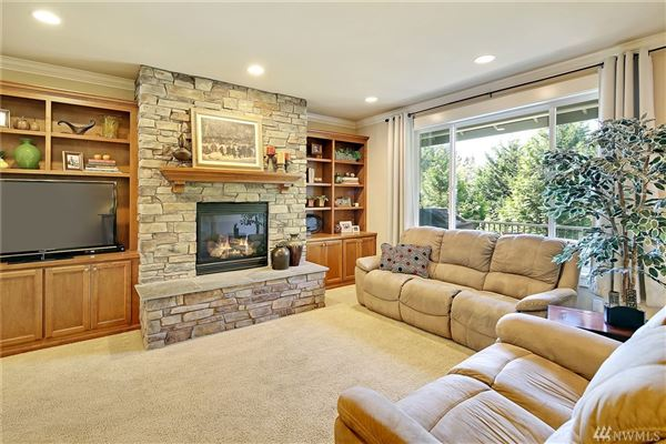 Luxury properties spacious home on a quiet cul-de-sac in West Hill