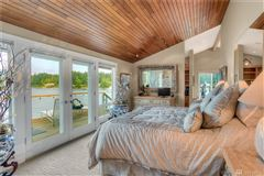Luxury homes Spectacular usable waterfront