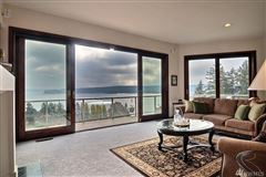 Luxury homes in this gorgeous home boasts amazing views