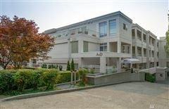 Luxury homes in Exceptionally maintained luxury end unit