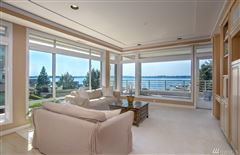Mansions in Exceptionally maintained luxury end unit