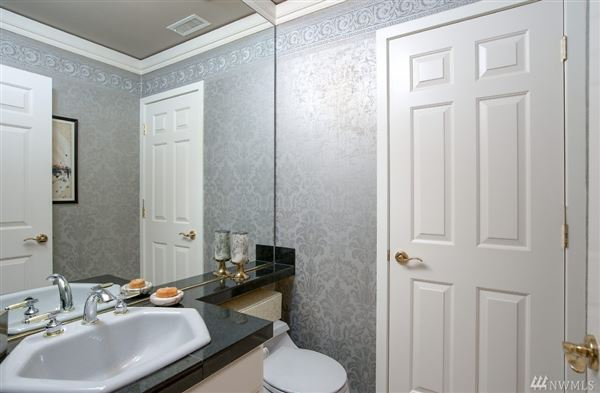 Exceptionally maintained luxury end unit luxury real estate
