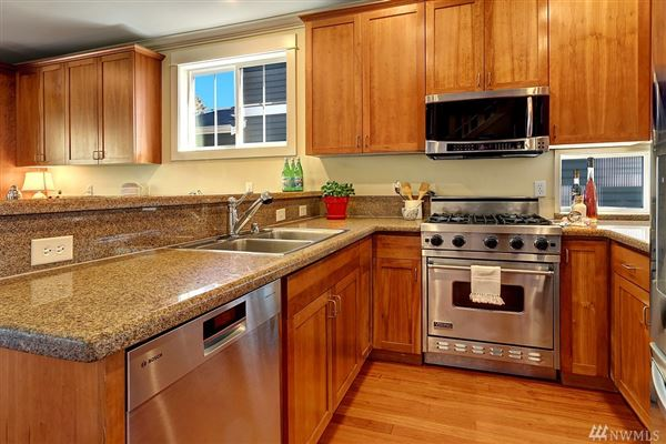 Luxury homes northwest contemporary in Seward Park