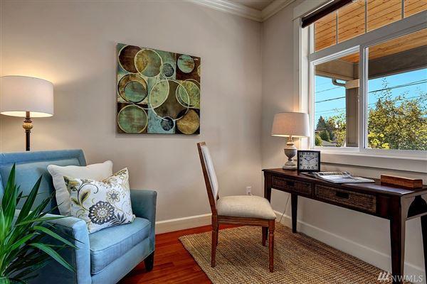 Luxury properties northwest contemporary in Seward Park