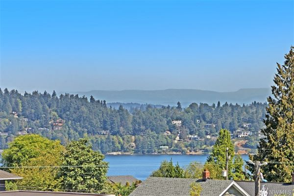 Mansions in northwest contemporary in Seward Park