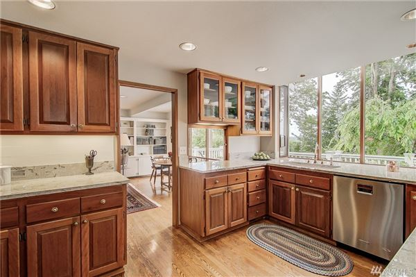 Luxury real estate Spacious and Gracious Cape Cod style home