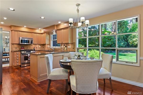 newly updated Traditional home in Island Point luxury homes