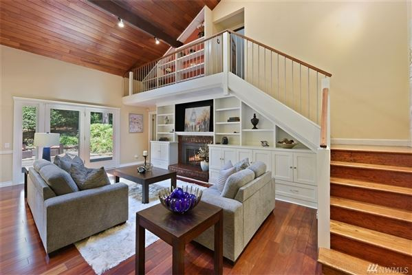 newly updated Traditional home in Island Point luxury real estate