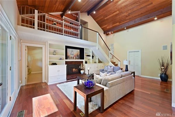 Luxury properties newly updated Traditional home in Island Point