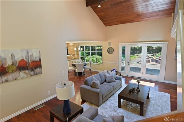 newly updated Traditional home in Island Point luxury properties