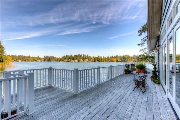 Luxury homes Custom built home on Lake Steilacoom