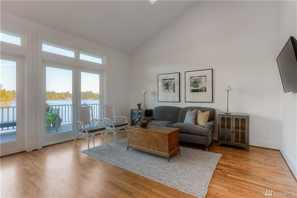 Custom built home on Lake Steilacoom luxury properties