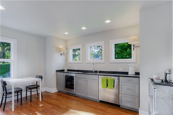 Luxury properties Custom built home on Lake Steilacoom