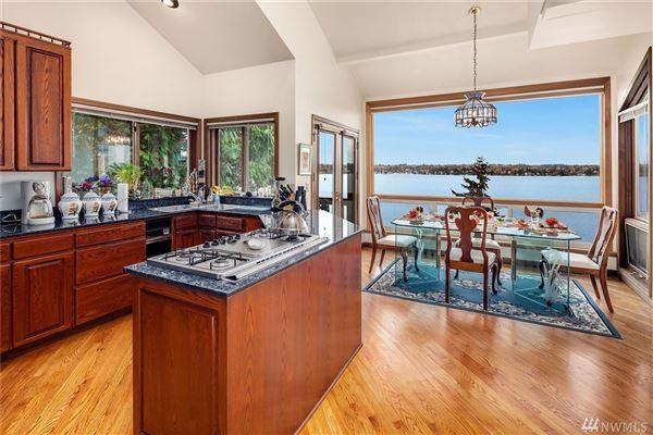 Mansions expansive views on lake washington