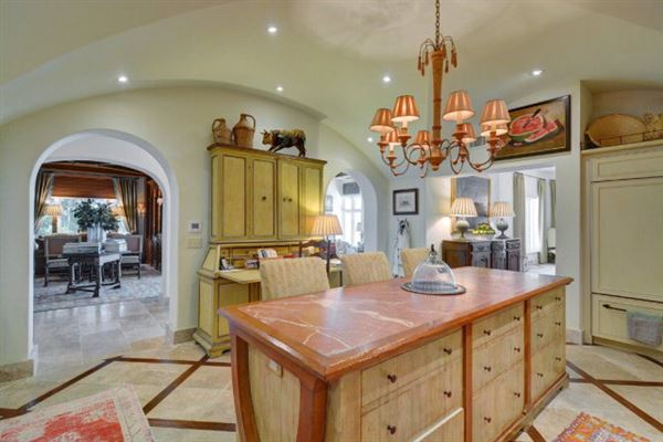Luxury real estate magnificent and uniquely sited on sea island
