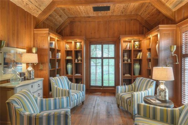 Luxury real estate spacious and furnished cottage in convenient location
