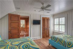 spacious and furnished cottage in convenient location luxury real estate