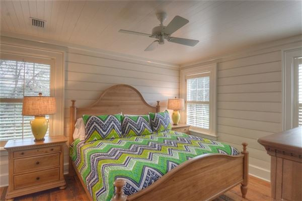 Mansions spacious and furnished cottage in convenient location