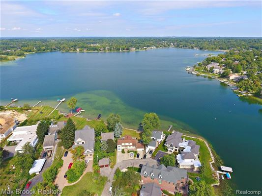 Luxury homes perfect waterfront home with an open floor plan