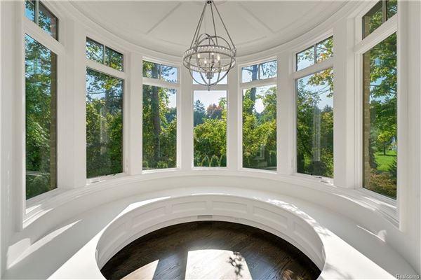 Mansions in luxurious new home overlooks idyllic quarton lake