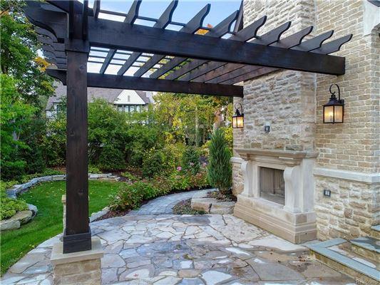 Luxury homes in luxurious new home overlooks idyllic quarton lake