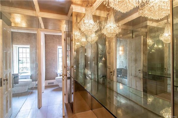 Luxury homes Landmark Wallace Frost home situated on 3.2 acres