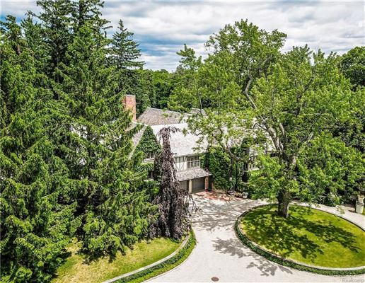 Landmark Wallace Frost home situated on 3.2 acres mansions