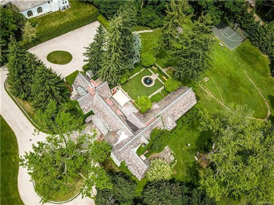 Luxury homes in Landmark Wallace Frost home situated on 3.2 acres
