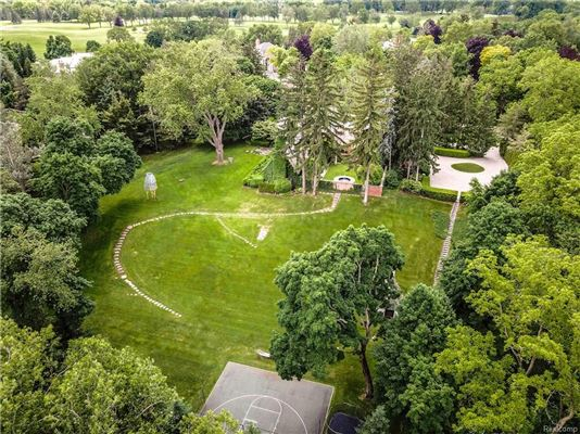 Mansions in Landmark Wallace Frost home situated on 3.2 acres