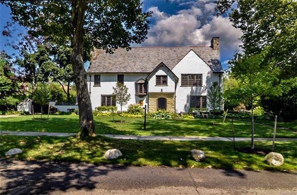 Strange Cotswold Manor In Prestigious Palmer Woods Michigan Luxury Download Free Architecture Designs Grimeyleaguecom