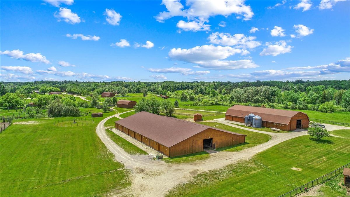 Luxury homes in One of Michigan's most breathtaking 900 acre properties