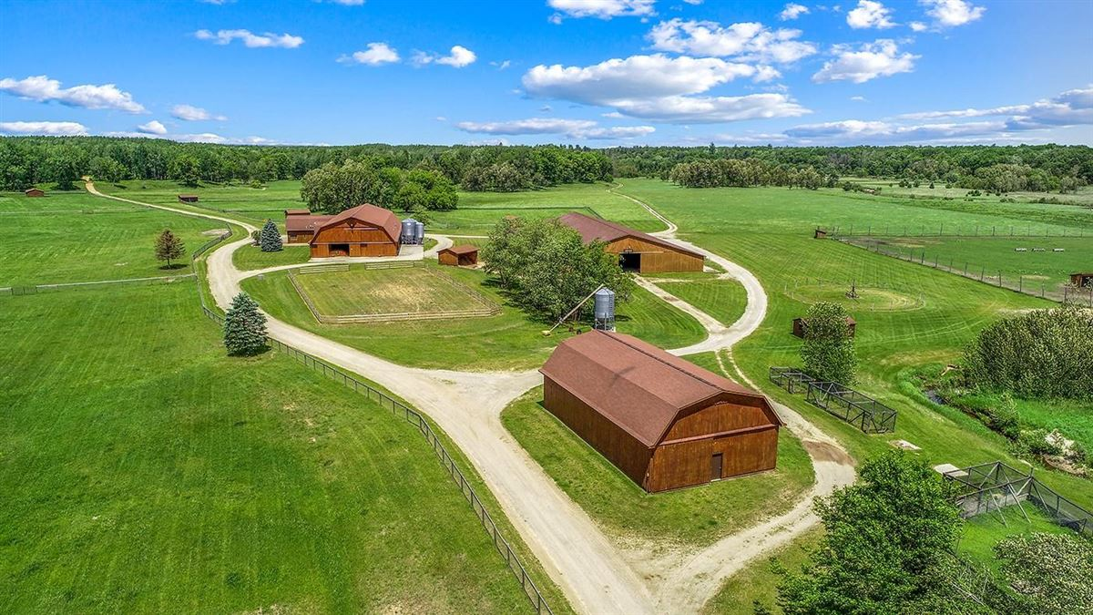 Luxury homes One of Michigan's most breathtaking 900 acre properties