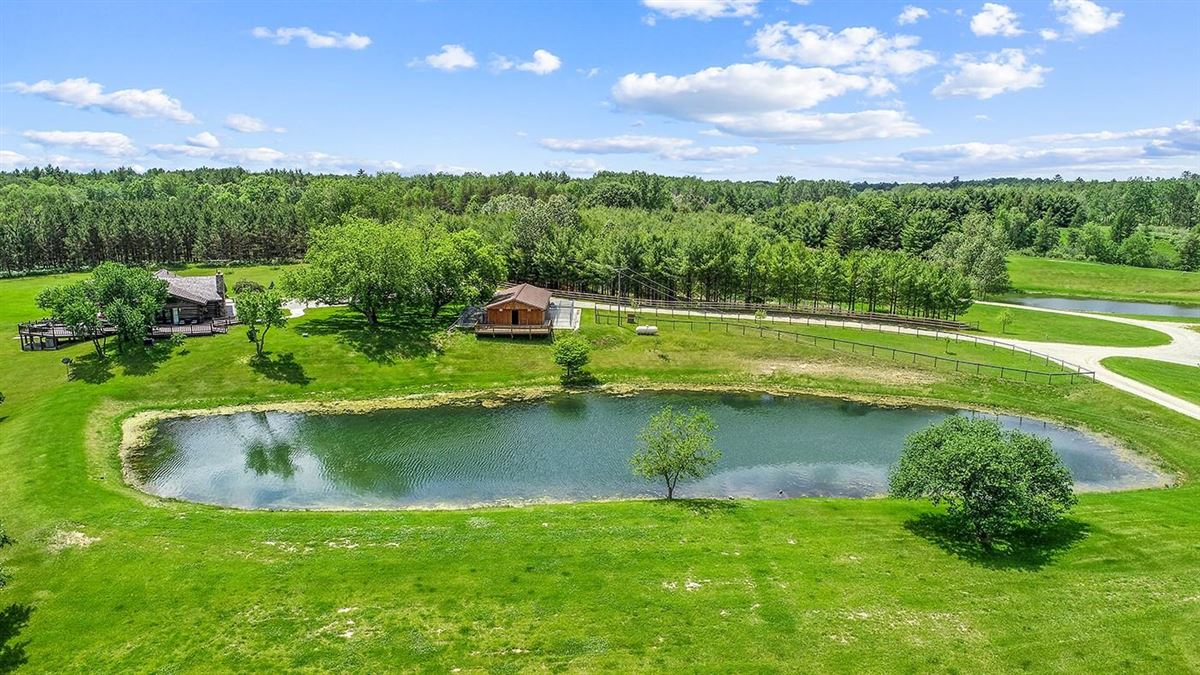One of Michigan's most breathtaking 900 acre properties luxury properties