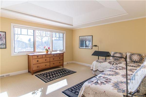 sophisticated lakefront living luxury properties