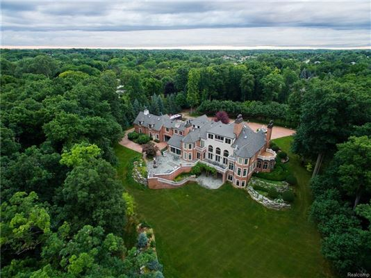 Castello Montebello - majestic home in Northville luxury properties