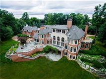 Luxury homes in Castello Montebello - majestic home in Northville