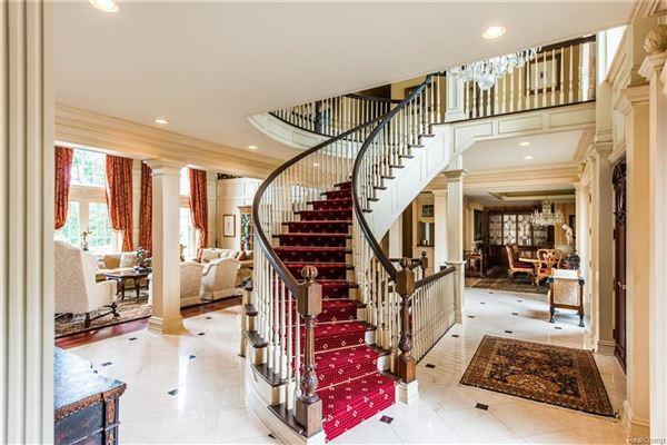 Luxury real estate Castello Montebello - majestic home in Northville