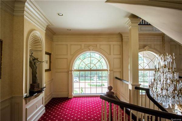 Castello Montebello - majestic home in Northville mansions