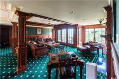 Luxury homes Castello Montebello - majestic home in Northville