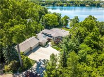 Luxury homes Lakefront Luxury