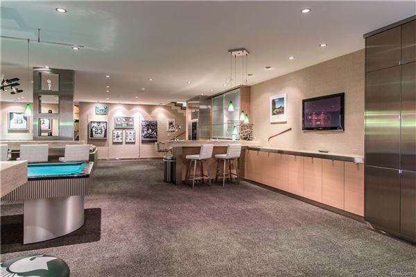 Lakefront Luxury luxury homes