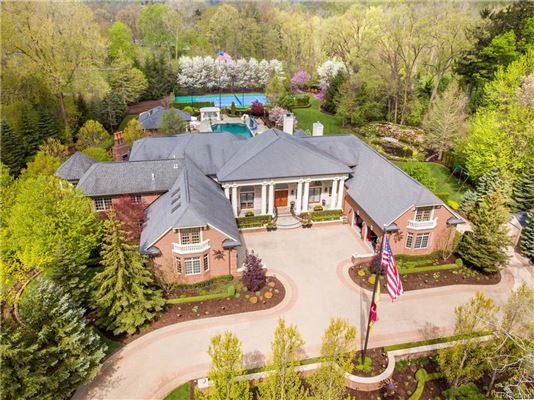 Luxury homes in Three-acre Franklin property offering unparalleled amenities