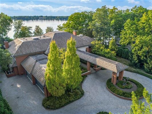 Spectacular gated estate on shores of pine lake luxury homes