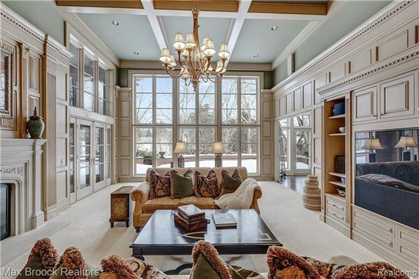 Mansions Designed with a gracious flow and expertly crafted with quality materials