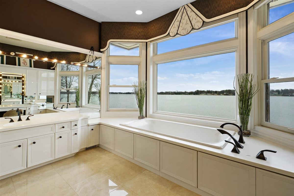 Luxury homes Completely remodeled waterfront home