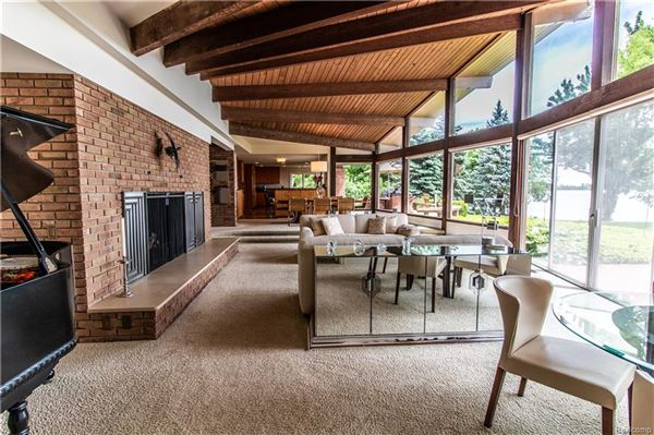 Luxury real estate Lake and Country Club Lifestyle
