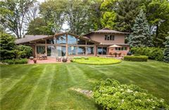 Mansions Lake and Country Club Lifestyle