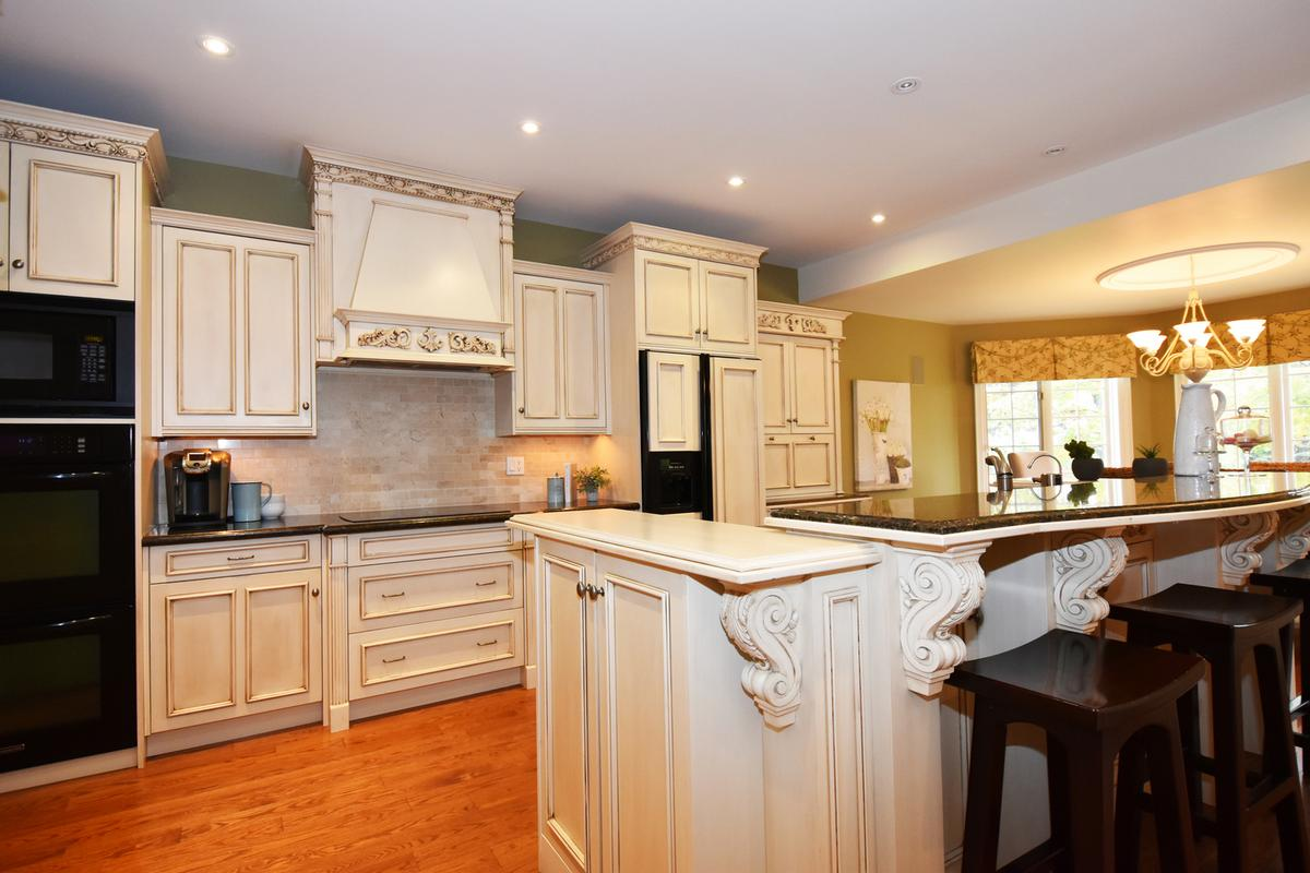 741 Rothesay Avenue luxury homes