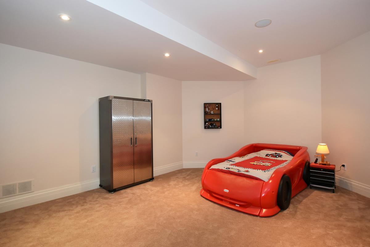 Luxury properties 741 Rothesay Avenue